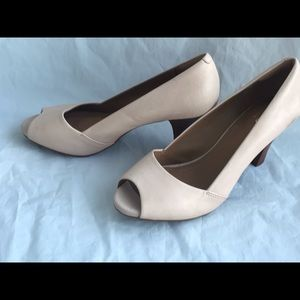New Clark's cream Leather Open Toe Heels size 10